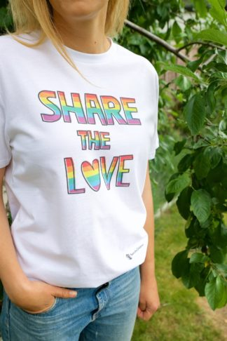 Share the love pride tee